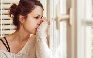 Желтые выделения у женщин: причины, симптомы и лечение в домашних условиях