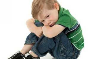 У ребенка болит живот: возможные причины и как оказать первую помощь