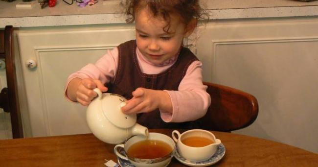 mozhno-davat-rebenku-chai1.jpg