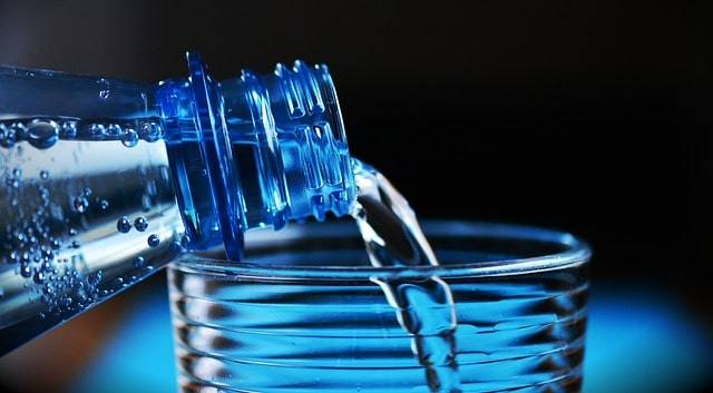 bottle-2032980_640-min.jpg