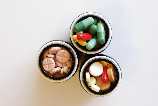 drugs-pills-tablets-meds-medicine-medical-prescription-drug-chemicals-1635885.jpg