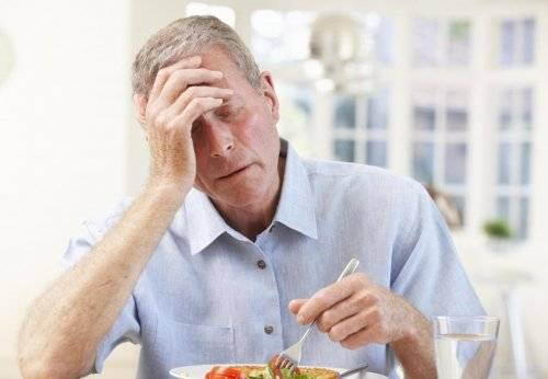 older-man-with-hand-on-head-near-white-plate-of-food_500x346.jpg
