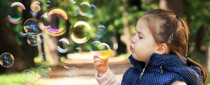 Белый понос у ребенка: причины, лечение, первая помощь