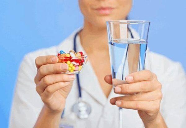 Lekarstva-pri-pishhevom-otravlenii-600x412.jpg