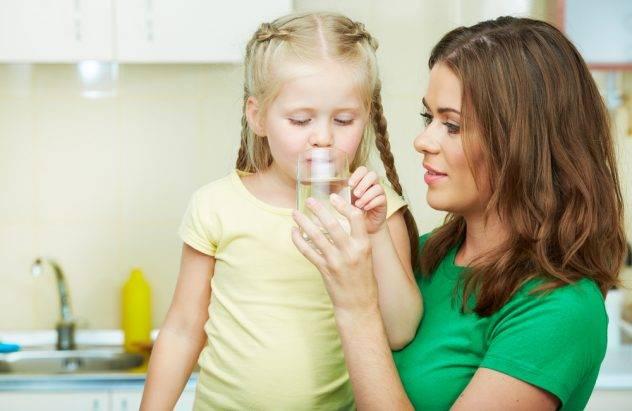 Ребенку при поносе даже без высокой температуры нужно много пить