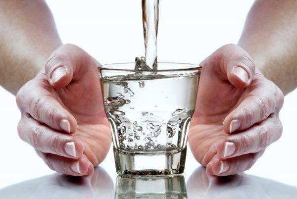 Pit-mozhno-tolko-kipyachenuyu-vodu-600x402.jpg