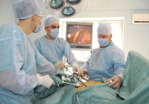 Vrachi-delayut-laparoskopiyu.jpg