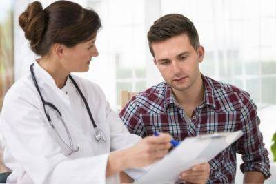 doktor_chitaet_diagnoz_1_14134247-400x267.jpg